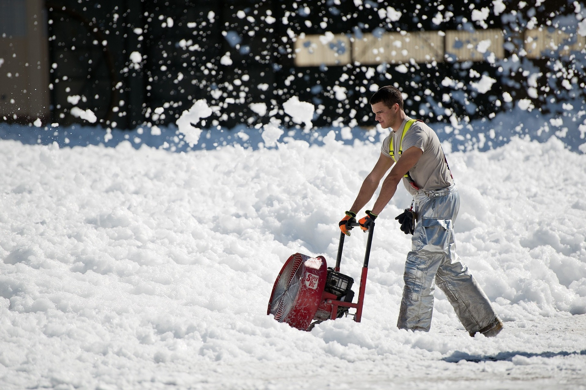 snow-thrower-951149_1920