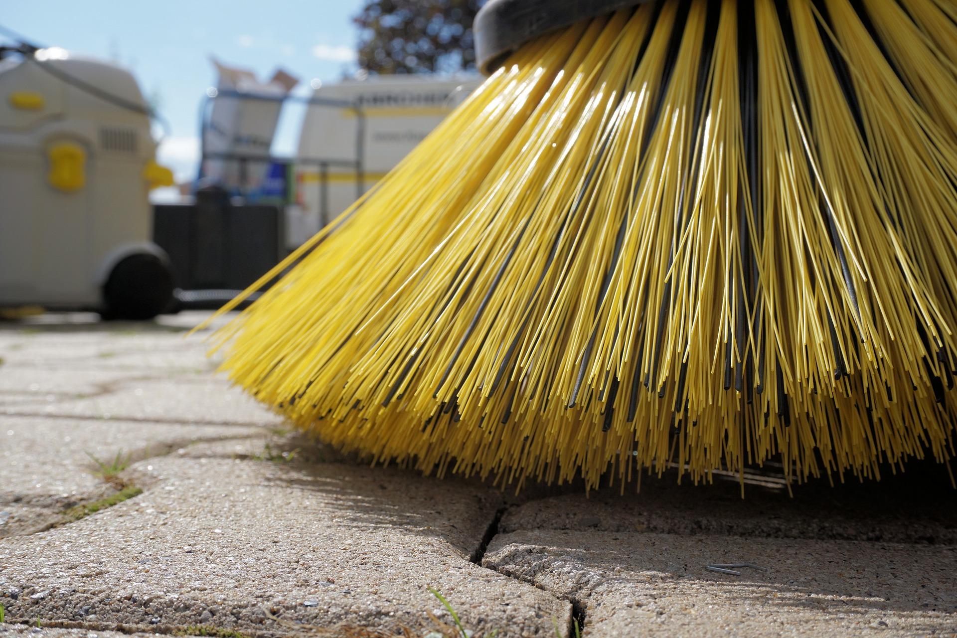 sweeper-1687444_1920